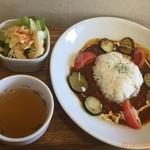 ハッピー タイム - 季節野菜のチキンカレーライス880円