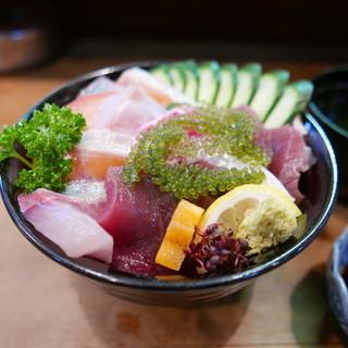 寿し保 - 海鮮丼(1180円)