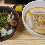 匹十 - チャーシュー坦々麺(ハーフ580円)、焼肉丼(チビ)400円