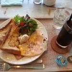 ル ミトロン カフェ - この日のランチセットA(ベーコンエッグとフレンチトースト税別¥900)
