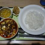 陳健一麻婆豆腐、ライス、スープ、ザーサイ