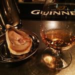 バー インク - 牡蠣にボウモアを垂らして食べる。ウイスキーと牡蠣が同時に楽しめます。