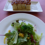 トラトッリア ルッチ - サラダ。パン付