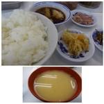 40142815 - ご飯・お味噌汁・天つゆが出されます。