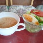 ビー玉 - ランチのサラダと味噌スープ。