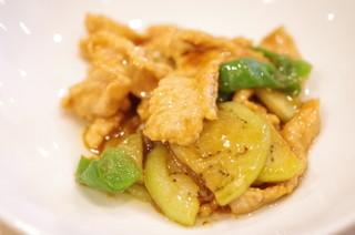 龍圓 - もち豚、茄子、かぐら唐辛子の炒め物