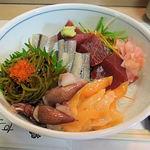 磯春 - サヨリ、アオヤギ、豆いか、めかぶなどの旬ものを集めた春丼