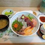 磯春 - 春丼(1200円)