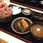 バンバン番長 - ねぎとろ番長!!! サバの味噌煮、お豆腐、ひじきの煮物、お味噌汁がセットで、1000円でした。