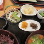 武蔵利休 - 小鉢はうぐいすれんこん、海老きゃべつ茶巾、新茶のポン酢和え。