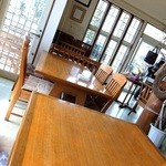 ガーデンカフェ&デリカ キモト - 店内テーブル席