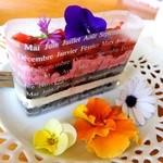 ガーデンカフェ&デリカ キモト - ブルーベリーといちごのケーキ・380円