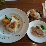 40152877 - カジキマグロのポワレ〜フレッシュトマトのラヴィゴットソース〜                       Set meal : poiret of swordfish with Fresh tomato ravigote sauce!!