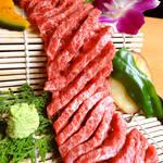 ひびの亭 - 鹿児島黒毛和牛クラシタロースのすだれ焼き1,680円(税込1,814円)…ひびの亭新名物!肩ロースの中でもキメ細かくて柔らかい部分。肉のうまみを引き立てるわさびでお召し上がり下さい。