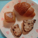 Boulangerie Bistro EPEE - 塩バターロール、ピスターシュ ダークチェリー、レーズンカンパーニュ