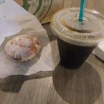 40159850 - アイスコーヒーと隣のお店のマラサダ