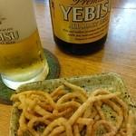 芙蓉庵 - エビスビール&突き出し(揚蕎麦)