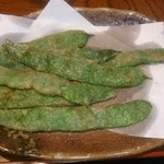 山水亭 - ロマノ豆の天ぷら。 カレー味で後を引く美味しさ。あ~ビールが欲しい!