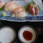 40162901 - 刺身定食 ご飯とお味噌汁はお替り自由