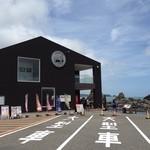 道の駅 くしもと橋杭岩 - JR串本駅から北東に2kmのところにあります