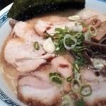 40164258 - チャーシュー麺¥880+大盛¥100