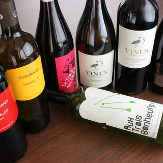 3800円均一のワイン赤・白各種取り揃えてあります。