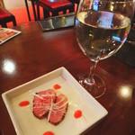 ヤミツキ - 白ワインとお通しの鴨のスモーク