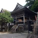 40169819 - 青岸渡寺の手前にお店はあります