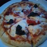 BLUE FISH AQUARIUM - 『ピザ・マルゲリータ』(1090円)!モッツァレラチーズを使ったもっちもちのピザ~~♪(^o^)丿~♪(^o^)丿