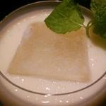 コム ナ バー ボーイ - 白桃のクリーミィカクテル