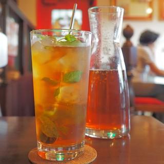 ティーサロンジークレフ - 旬のニルギリのミントティーソーダ、3杯分もあります!