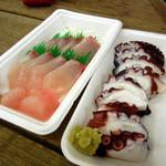 道の駅 錦江にしきの里 - カンパチと地ダコの刺身。1パック298円