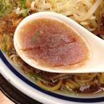 神名備 - 醤油ラーメンのスープ