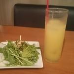 CIELO casual lounge - サラダとパインジュース