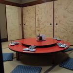 糸仙 - 糸仙の回転テーブルと最初のセット(15.05)