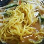 中野五郎 - ややウェーブのついた中太麺