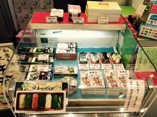 和歌山 水了軒 - たくさんの種類の手土産が並ぶ!