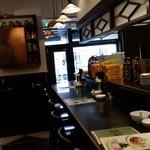 タイガー餃子会館 - 12時を廻ったころだったが、客はまだ疎らだ。