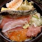 すし台所家 - すし台所家 渋谷本店 @道玄坂 大きな鰯の切り身などが盛られるちらし  わさび醤油少し掛けちゃっています