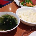 トトリ - わかめスープ、ご飯