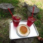 パン トコリ - ハイビスカスティーと「まんまる」というパン