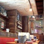 ババ・ガンプ・シュリンプ 東京 - 海老漁で成功し、レストランも経営するという設定!