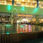 ババ・ガンプ・シュリンプ 東京 - ラクーアの噴水ショーは店内からも楽しめます!