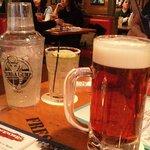 ババ・ガンプ・シュリンプ 東京 - 生ビールとメダルマルガリータ