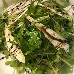 Olio Grill&Wine - 野生ルッコラとパルミジャーノのサラダ