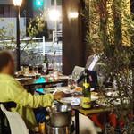 セレニータ - テラスにテーブルは二つ