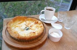 デザートブティック ポップアイド 貝塚店 - 3種のチーズシューピザとホットティーのセット