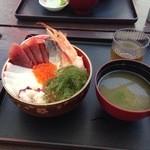 読谷村漁業協同組合 海人食堂 - 都屋の海鮮丼1030円