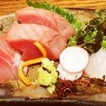 原始焼 六番町 魚鷹 - プリプリで新鮮。厚切りのお刺身
