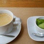Hearty Cafe - ジェラートとコーヒー